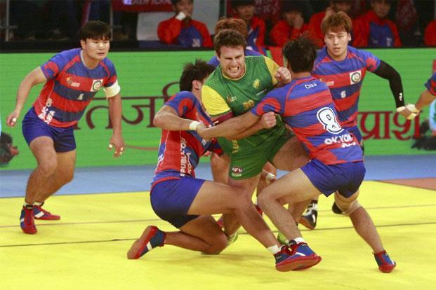 Australia's Campbell Brown (in green and yellow jersey) during a group match against South Korea at the Kabaddi World Cup 2016 in Ahmedabad. Photo: PTI