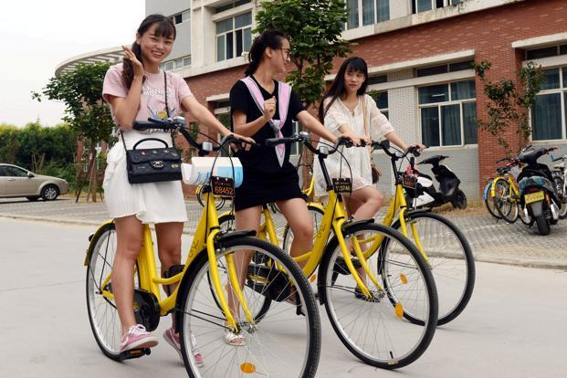 Ofo is targeting students in China with bright yellow two-wheelers costing only about 250 yuan that don't have GPS and rent for just 1 yuan per hour, typically half that of Mobike. Photo: Reuters