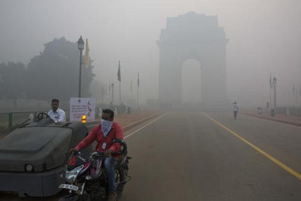New Delhi's air pollution, among the world's worst, spikes every winter because of the season's weak winds and countless garbage fires. Photo: AP