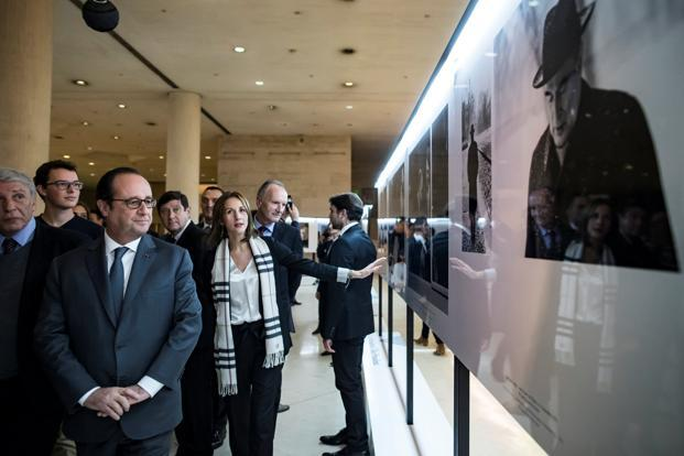 French president Francois Hollande (left) visits an exhibition at the Louvre Museum in Paris. Photo: Reuters