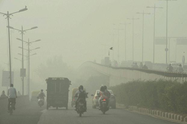 Delhi's 17 million people are left gasping for breath owing to the burning of crop stubble in Punjab. Photo: PTI