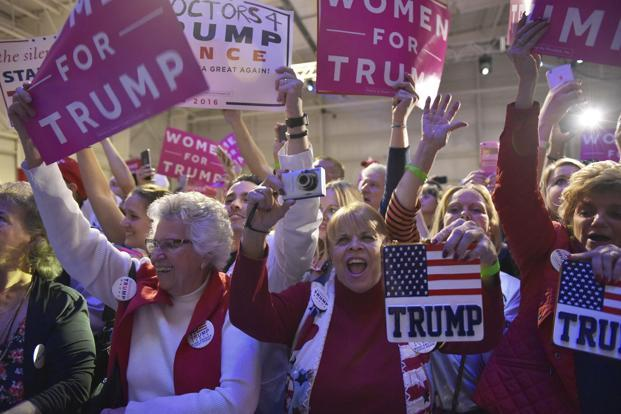 Supporters cheer as Republican presidential nominee Donald Trump arrives for a campaign rally at Atlantic Aviation in Moon Township, Pennsylvania. Photo: AFP