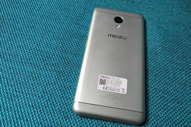 The matte finish, the rounded edges and light form-factor (138g) makes M3s quite handy