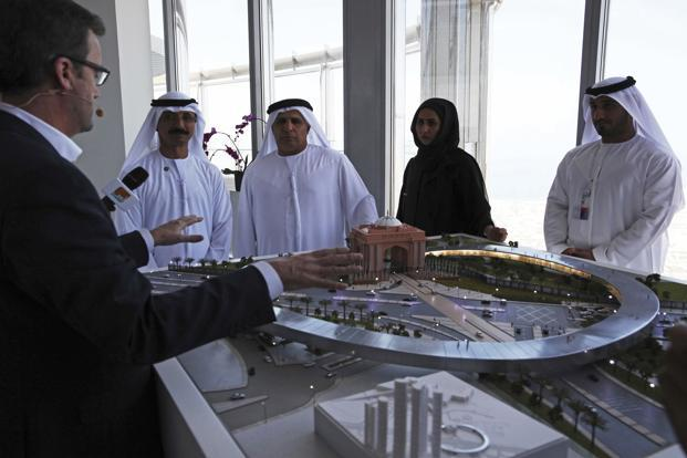 Rob Lloyd, the CEO of Hyperloop One (left) shows a model to Emirati officials including Mattar al-Tayer, the director-general and chairman of Dubai's Roads & Transport Authority (third left) in Dubai, UAE  on 8 November 2016. Photo: AP