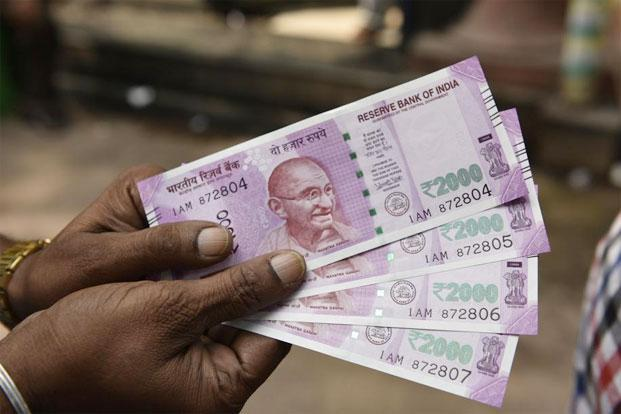 The base colour of the Rs2000 currency note is magenta. Photo: Indranil Bhoumik/Mint