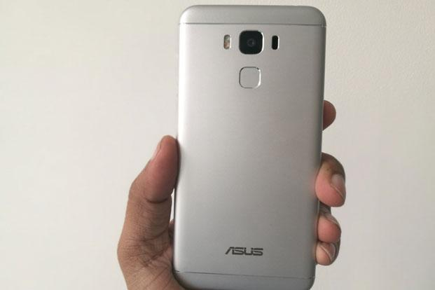 ZenFone 3 Max is a good looking phone with a unibody metallic finish