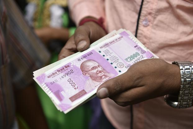 A file photo of new purple-clad Rs2,000 currency note. Photo: Indranil Bhoomik/Mint