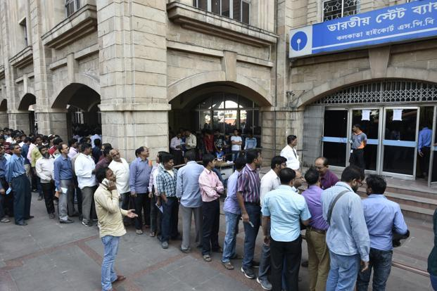 Adding to the customer woes, there have been reports of bank servers facing technical glitches. Photo: Indranil Bhoumik/Mint