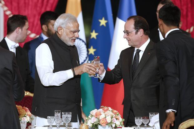 International Solar Alliance (ISA) was jointly launched by Prime Minister Narendra Modi  (left) and French President Francois Hollande in Paris last year. Photo: AFP