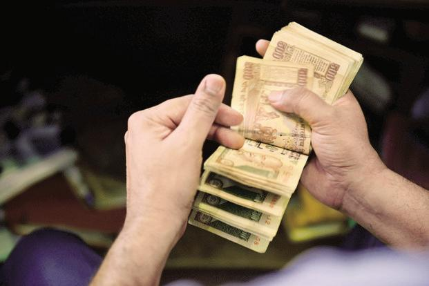 At 2pm, the rupee was trading at 68.23 a dollar, down 0.08% from its previous close of 68.17. Photo: Pradeep Gaur/Mint