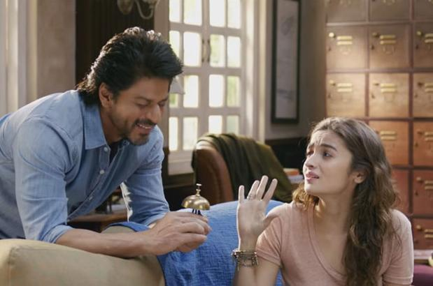 Shah Rukh Khan and Alia Bhatt in a still from 'Dear Zindagi'