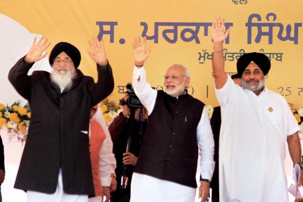 PM Narendra Modi, Centre, and Punjab CM Parkash Singh Badal, left, and Deputy CM Sukhbir Singh Badal at a rally in Bathinda on Friday. Photo: PTI