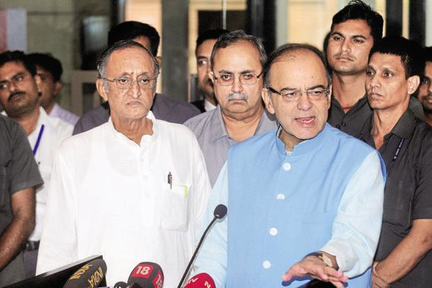 West Bengal finance minister and chairman of the empowered committee of state finance ministers Amit Mitra (left) and finance minister Arun Jaitley (right). Photo: Indranil Bhoumik/Mint