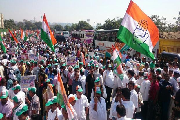 Congress party workers at a rally against demonetisation in Mumbai on Monday. Abhijit Bhatlekar/Mint