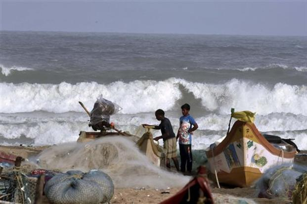 According to the IMD, wind squalls at 65 km per hour lashed along and off the Tamil Nadu and Puducherry coasts on Thursday, leading to rough and very rough sea conditions. Photo: PTI