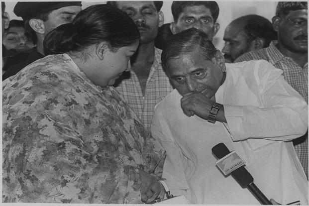 Jayalalithaa with Samajwadi party leader Mulayam Singh Yadav at Yadav's residence in New Delhi on 21 April 1999. PTI