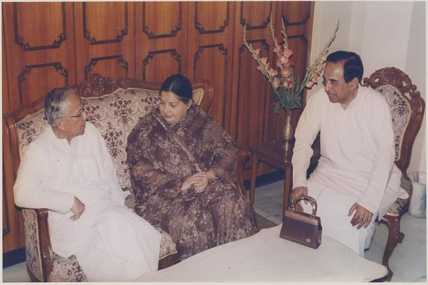 Jayalalithaa (centre) with West Bengal chief minister Jyoti Basu and Subramanian Swamy in New Delhi. HT