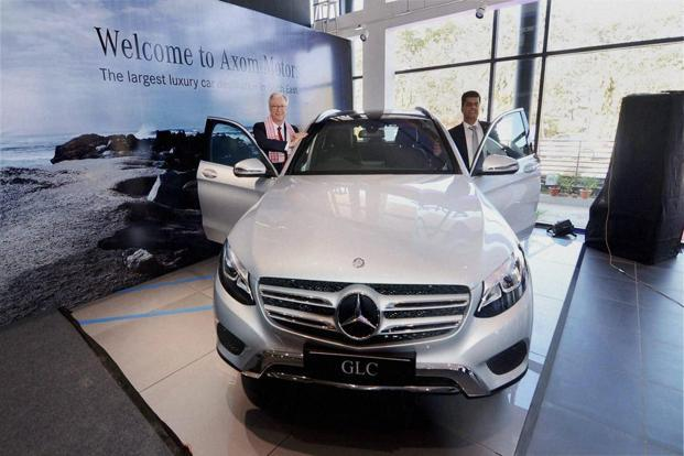 Demonetisation Impact Footfalls In Mercedes Showrooms Fall By 50 60