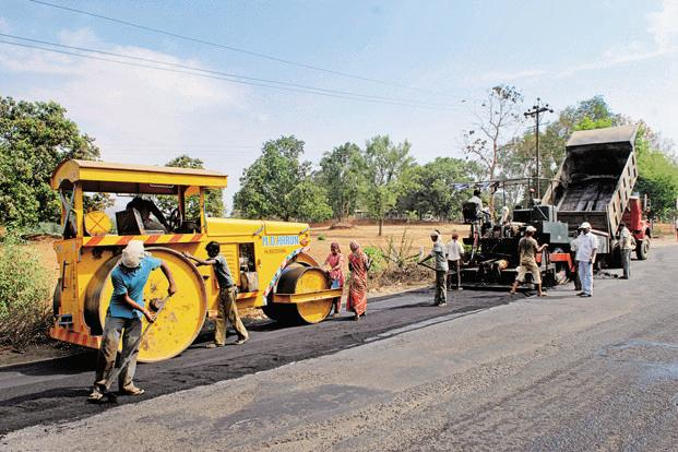 India has set a target to award 25,000 km of road projects in FY17, compared to 10,000 km achieved in FY16. Photo: Hemant Mishra/Mint
