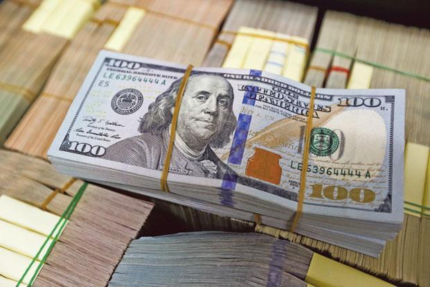 The dollar resumed its climb after last week's stumble, and both Asian and European stocks rose after the New Year holiday. Photo: Reuters