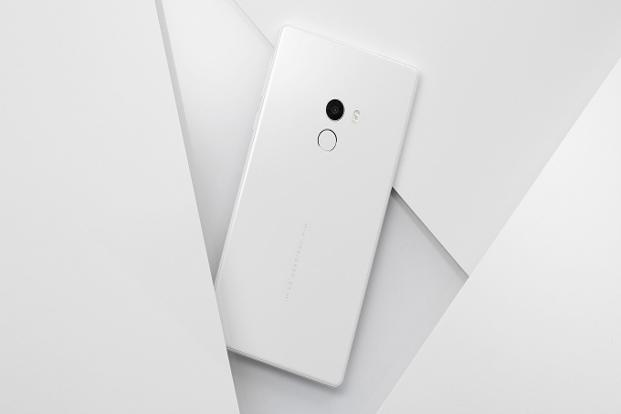Xiaomi unveiled the white version of Mi MIX smartphone.