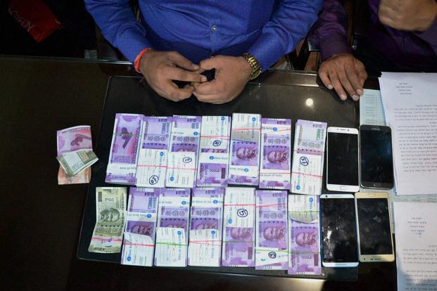 A file photo. Several incidents of circulation of fake Indian currency notes has come to light in areas like Dwarka and Uttam Nagar after demonetisation. Photo: PTI
