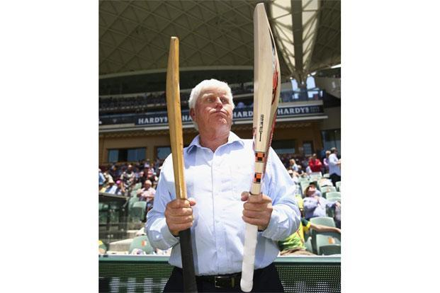 Barry Richards comparing bats from different generations. Photo: Getty Image