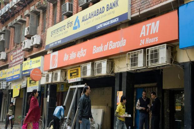 With credit growing at a glacial pace of sub-6% amid the deluge of deposits following demonetisation, banks could do nothing but put these into government bonds, thus making yields nosedive 40 bps in two months. Photo: Mint