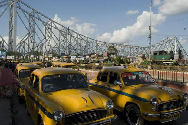 The Ambassadors which was manufactured in the West Bengal town of Uttarpara on the banks of the Hooghly river till 2014, look largely the same as early models. (Above) Kolkata's iconic yellow Ambassador taxis. Madhu Kapparath/Mint