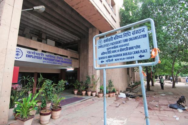 The EPFO had provided 8.8% rate of interest for 2015-16 to its 4 crore contributing subscribers. It maintained 8.75% for 2013-14 and 2014-15 while it was 8.5% in 2012-13. Photo: Ramesh Pathania/Mint