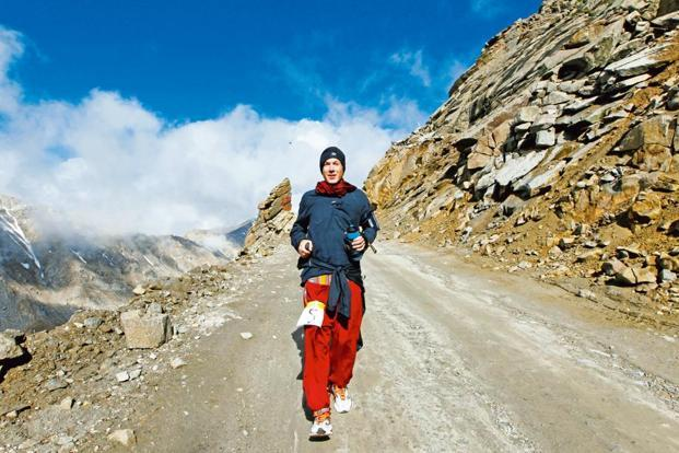 A 2013 photo of a marathon runner passing through Khardung La in Ladakh.  Photo: Ajay Aggarwal/Hindustan Times