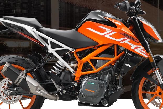 While the KTM Duke 390 and Duke 200 are 2017 iterations, the KTM Duke 250 is an absolutely new model that is designed on the lines of the Super Duke 1290.