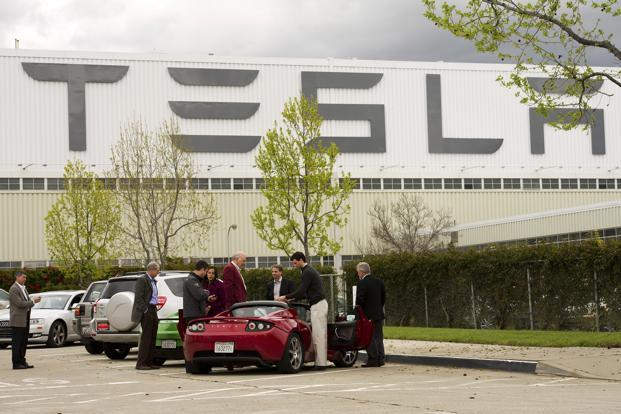 Tesla shares fell 6.4% to $255.99 at the close on Thursday in New York, the biggest drop since June. Photo: Bloomberg