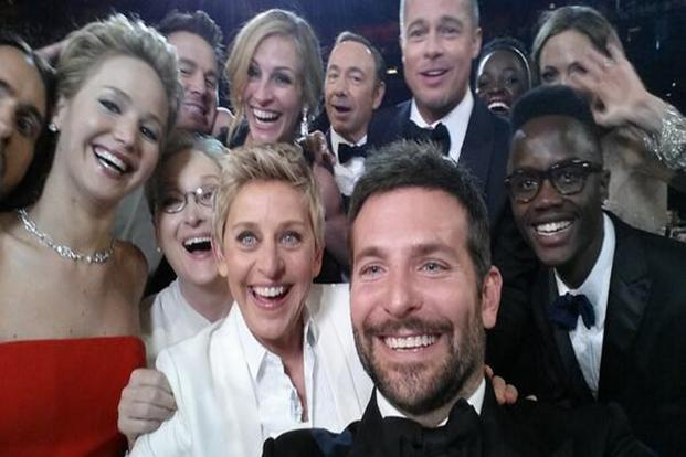 The Oscars haven't announced any ban on selfies on the red carpet.