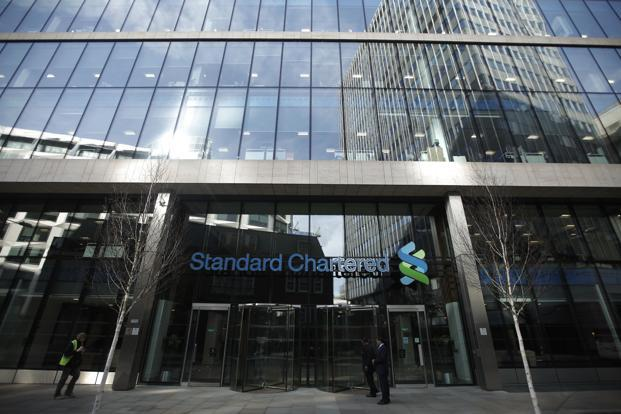 Standard Chartered, which has been on a cost-cutting drive since bad loans ballooned a couple of years ago, posted operating profit excluding one-time items of $1.09 billion, below the $1.42 billion estimate of analysts. Photo: Bloomberg