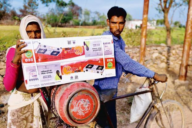 A non-subsidized LPG cylinder will now cost Rs737.50. Photo: Pradeep Gaur/Mint