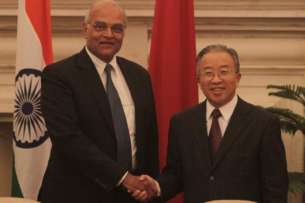Dai Bingguo, right, who served as the China's boundary negotiator with India from 2003 to 2013 during a meeting with India's former national Security Adviser Shivshankar Menon in New Delhi. Photo: Hindustan Times