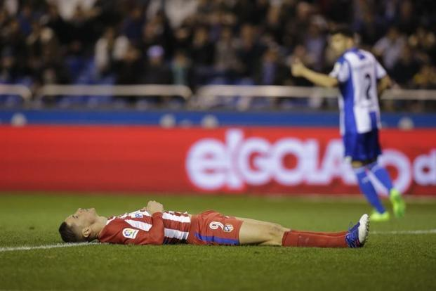 Fernando Torres fell face down on the pitch in the 85th minute after challenging for the ball with Deportivo La Coruna's Alex Bergantinos and required urgent treatment for suspected head trauma. Photo: Reuters
