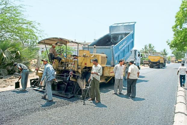 The sizeable budgetary allocations by the government for roads painted an optimistic picture, although those hopes may now be belied. Photo: Mint