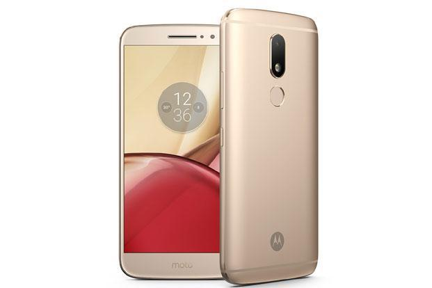 Moto M offers premium metal body capable of handling water splashes or a light drizzle comfortably.