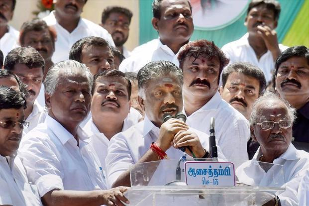 Panneerselvam leads hunger strike demanding probe into Jayalalithaa's death