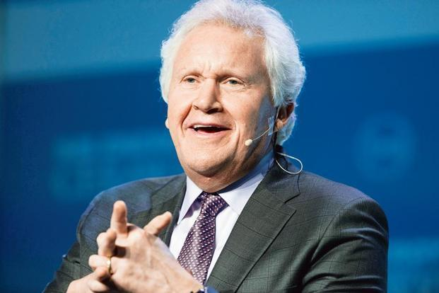Jeffrey Immelt's cash awards are split between an annual bonus tied to financial and strategic goals, and a three-year plan that's linked to metrics including operating cash flow. Photo: Bloomberg