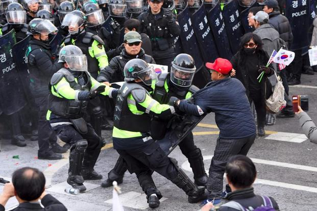 South Korean supporters of Park Geun-Hye clash with police after the announcement of the Constitutional Court over the impeachment of South Korea's President Park Geun-Hye in Seoul. Photo: AFP