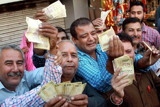 Early ground reports in the weeks following the note ban seemed to suggest that the poor were hurt by notebandi but still supported the move because they believed it hurt the rich more. Photo: PTI