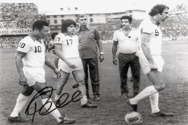 Pele at the Cosmos versus Mohun Bagan match played at the Eden Gardens in 1977.