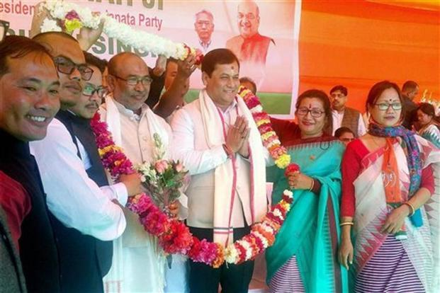 Newly sworn-in Manipur chief minister Nongthombam Biren Singh with Assam chief minister Sarbananda Sonowal being felicitated in Imphal on Wednesday. Photo: PTI