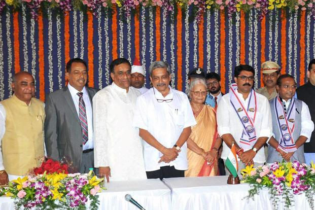 File photo. Goa Governor Mridula Sinha (centre) with newly sworn-in chief minister Manohar Parrikar and ministers during the oath ceremony in Panaji on 14 March 2017. Photo: PTI
