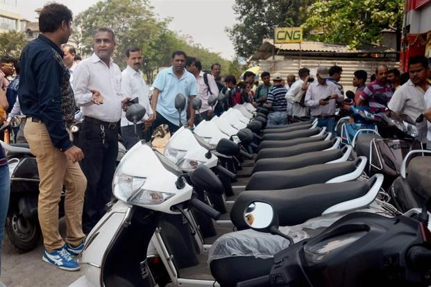 Two-wheeler companies offered discounts of up to Rs22,000 to sell as many units as possible before the deadline imposed by the Supreme Court comes into force. Photo: PTI