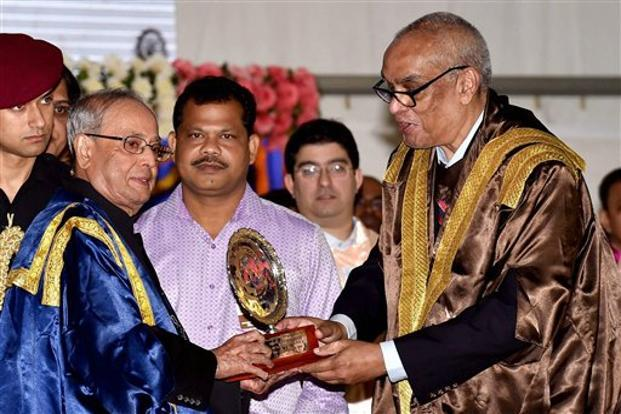 Ajit Balakrishnan, chairman, board of governors, felicitates President Pranab Mukherjee during annual convocation of IIM Calcutta in Kolkata on Saturday. Photo: PTI