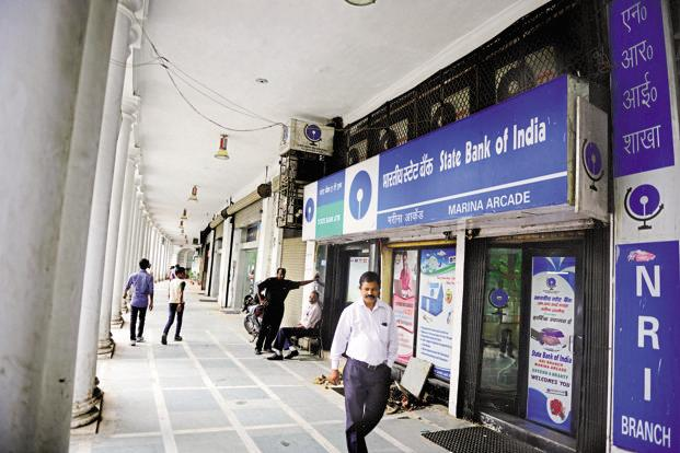The total customer base of the SBI will reach 37 crores with a branch network of around 24,000 and nearly 59,000 ATMs across the country. Photo: Pradeep Gaur/Mint
